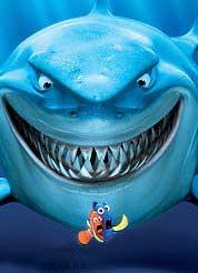 tiburón sonriente de la pelicula Nemo
