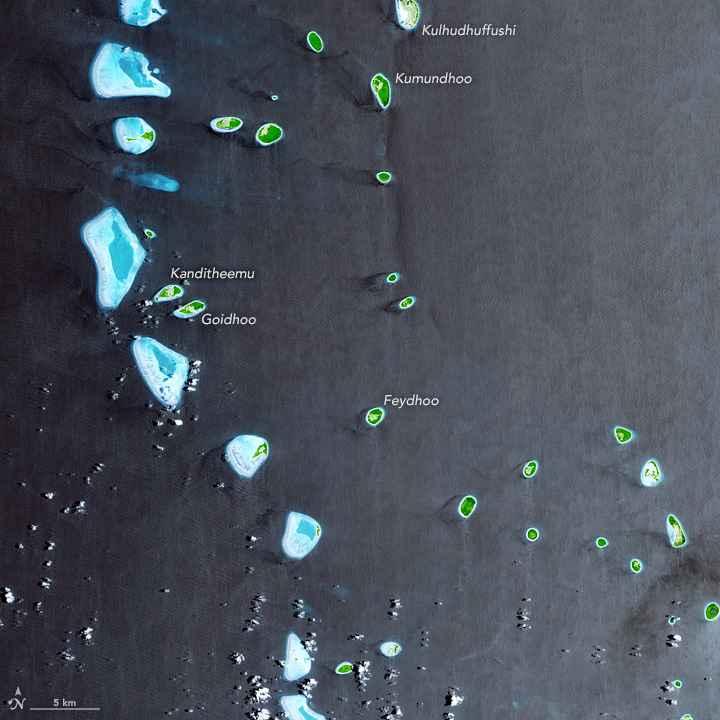 archipiélago de las Maldivas desde satélite