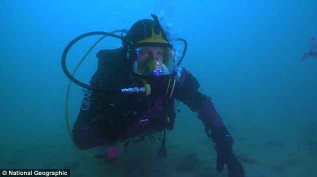buzo explora el Estrecho de Gibraltar