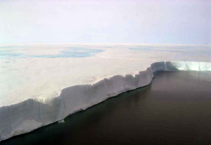 cascadas en la plataforma de hielo Larsen