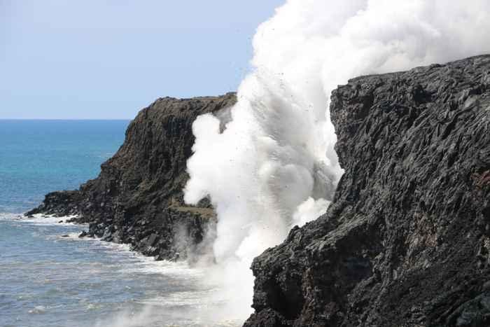 colapso de un acantilado de lava cae al mar en Hawái
