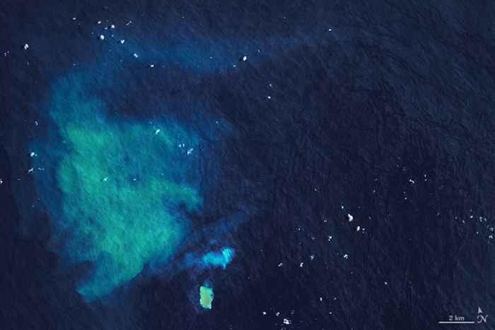 erupción submarina en Hunga Tonga, detalle
