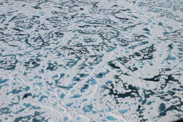 estanques de fusión en el hielo marino