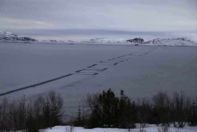 patrones en el hielo del lago Þingvallavatn