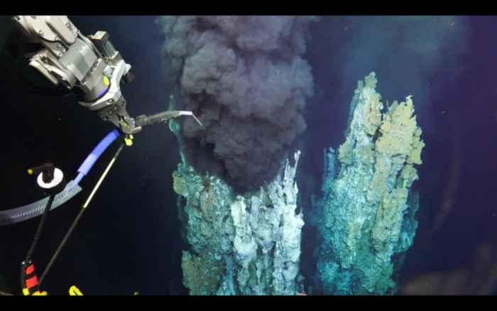 ROV en una chimenea hidrotermal