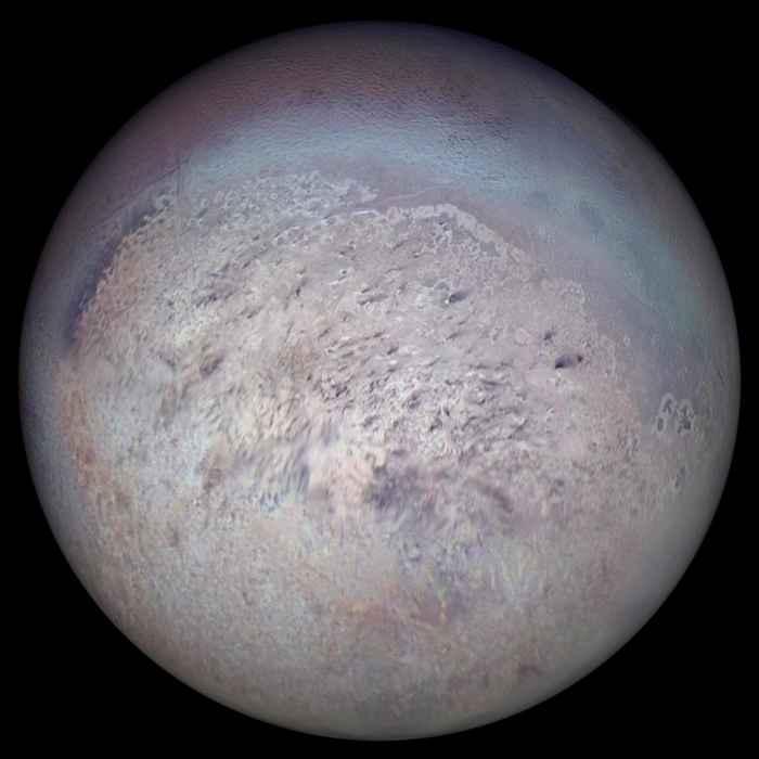 Tritón la luna de Neptuno vista por la Voyager