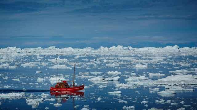 barco en un mar polar