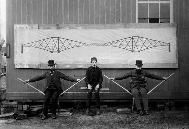 demostración de un puente voladizo con niño