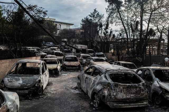 incendios forestales en Grecia, coches coches calcinados