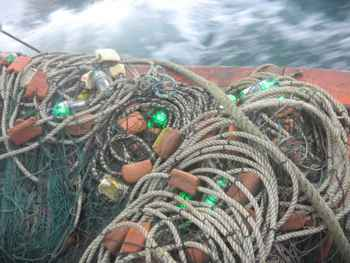 luces LED en una red de pesca