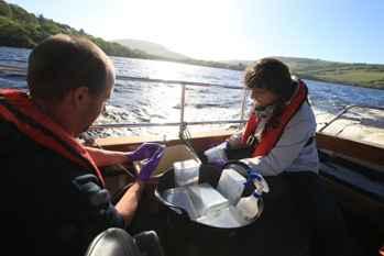 recogida de muestras de agua del Lago Ness