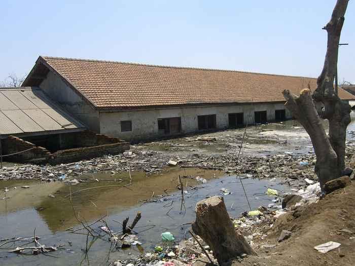 escuela de Sidoarjo sepultada