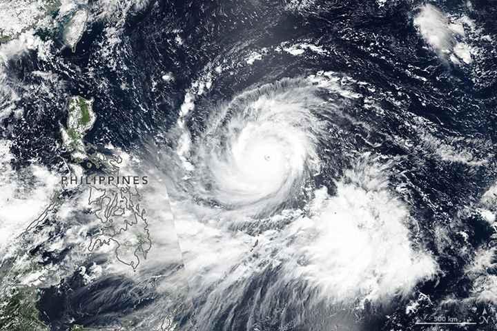 el tifón Mangkhut desde satélite