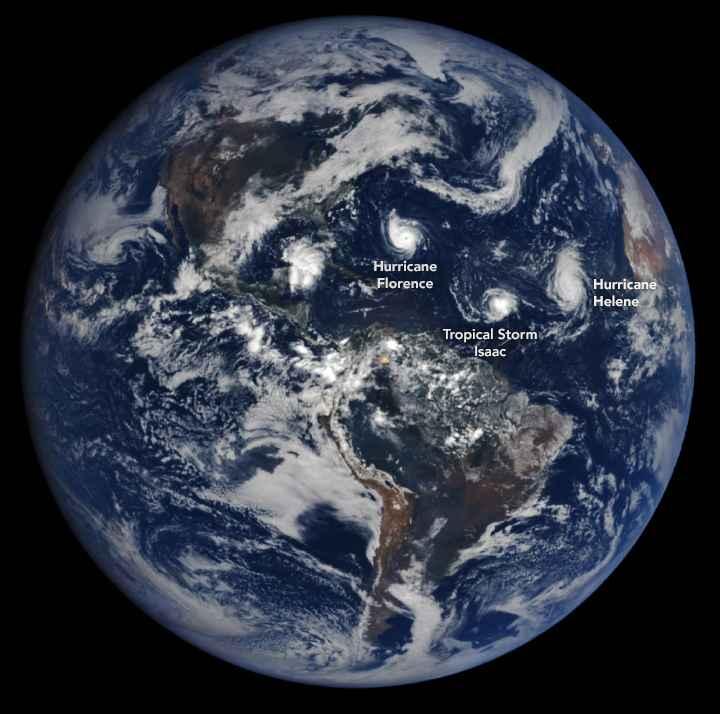 tres huracanes en el Atlántico