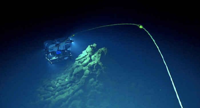 formaciones fantasmales en un volcán submarino