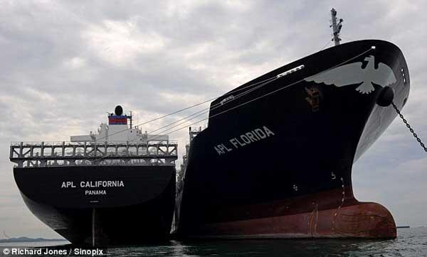 barcos portacontenedores, puerto de Singapur