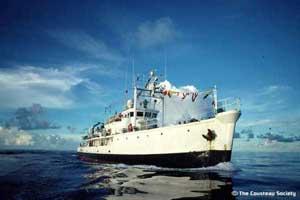 El Calypso en el mar