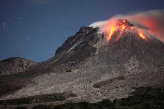 erupción nocturna volcán Soufriere Hills
