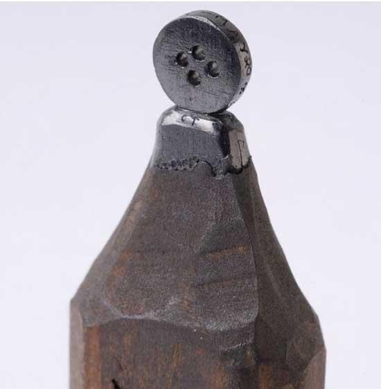 esculturas en mina de lápiz, botón