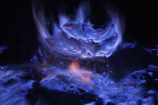 llamas azufre volcán Kawah Ijen
