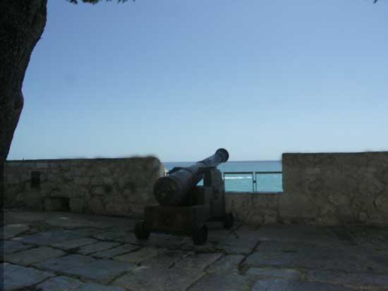 cañón en la muralla de Peñíscola