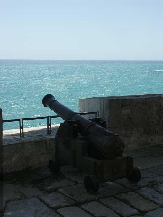 cañón en la muralla Peñiscola