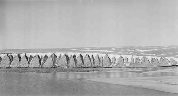 Alaska, barrancos con nieve cerca del rio Colville