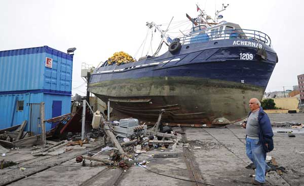 barco varado, Chile después tsunami febrero 2010