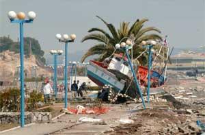 barcos varados Chile después del tsunami