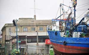 barco varado en Chile después tsunami febrero 2010