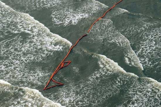 barrera de flotadores contra la marea negra