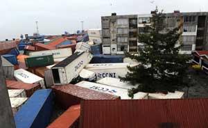 contenedores puerto Chile después tsunami