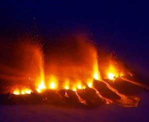 erupción volcán Eyjafjallajkull, Islandia - lava