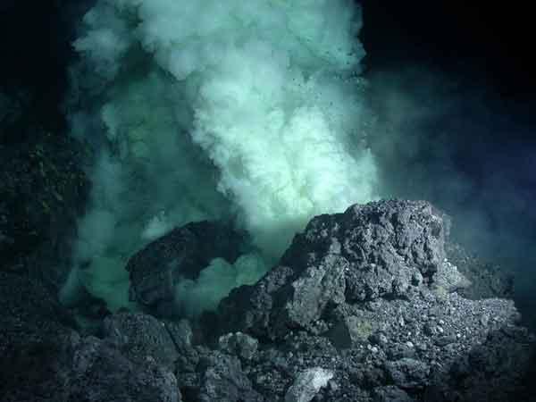 fumarola volcánica submarina