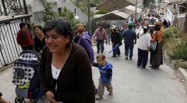 gente sube asustada a los cerros en Valparaiso