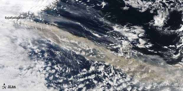 imagen satelite Terra erupción volcán Islandia, 15-04-2010