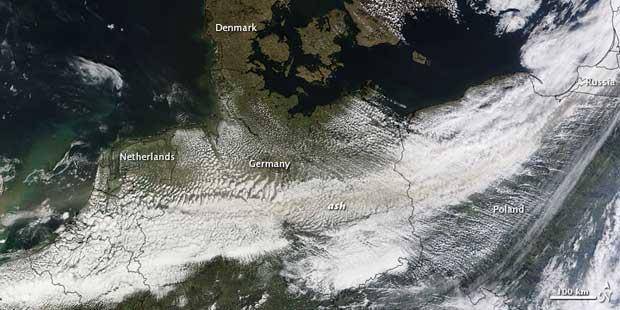 imagen satelite Terra erupción volcán Islandia, 16-04-2010