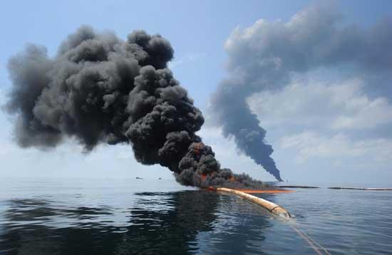 incendios controlados de petróleo en el Golfo de México