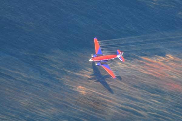 lanzamiento aéreo de dispersantes de petróleo