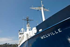 M/V Melville en puerto