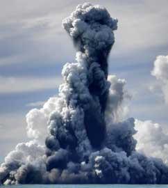 nube química en una erupción submarina