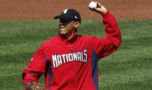 Obama lanza primera bola en béisbol