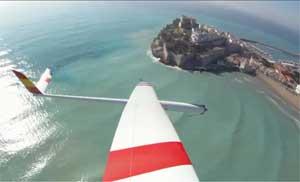 Peñíscola desde el aire con velero de aeromodelismo
