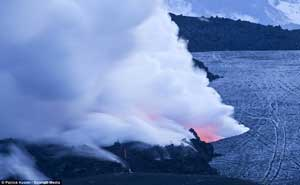 volcán Eyjafjallajoekull, la lava choca con el hielo