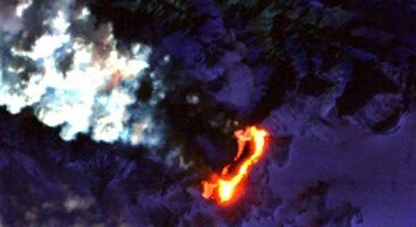 volcán Eyjafjallajökull, nube de cenizas y cráter