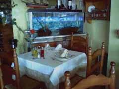 mesa restaurante vista al mar