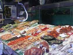 pescaderia en el mercado Maravillas, Madrid
