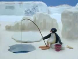 El pingüino y la foca compiten por la comida