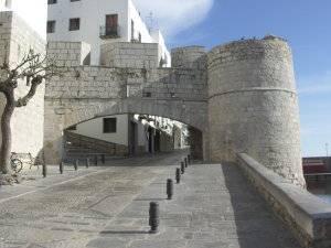 Portal del Papa Luna en la muralla de Peñíscola
