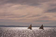 Barcos de vela en el Lago Titicaca